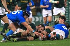 De gelijke Italië van het rugby versus Zuid-Afrika - scrum Stock Afbeeldingen