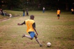 De gelijke van de voetbal in ver dorp, SOuthAfrica Stock Fotografie