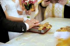 De Gelofte van het huwelijk met Bijbel Stock Afbeeldingen
