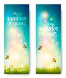 De gelukkige achtergrond van de de zomervakantie met bloemen, gras vector illustratie