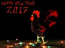De gelukkige achtergrond van de Nieuwjaar 2017 kaart met hand - gemaakte ambachthaan Stock Foto's