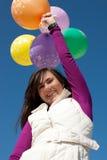 De gelukkige ballons van de meisjesholding Stock Foto's