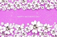 De gelukkige Dag van Moeders Witte Bloemengroetkaart met Briljante stenen De Dag van vrouwen met Document snijbloem Bloemenvakant Stock Foto's