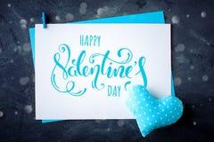 De gelukkige Dag van de Valentijnskaart `s Felicitatieachtergrond tegen St Valentine ` s Dag stock foto's