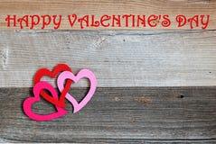 De gelukkige Dag van Valentine ` s op doorstaan hout Stock Afbeelding
