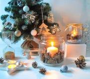 De gelukkige decoratie van het Nieuwjaarhuis stock foto's