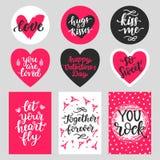De gelukkige die typografie van de Valentijnskaartendag met hand het getrokken van letters voorzien wordt geplaatst Royalty-vrije Stock Foto's
