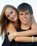 De gelukkige gezichten van het tienerpaar Stock Afbeelding