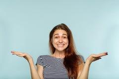 De gelukkige glimlachende blije heel vrouw van het emotiegezicht stock foto