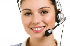 De gelukkige glimlachende vrouwelijke exploitant van de steuntelefoon Stock Foto