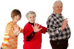 De gelukkige grootouders en de kleindochter spelen de dwaas Royalty-vrije Stock Foto
