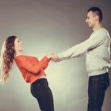 De gelukkige handen van de paarholding Het concept van de liefde Stock Fotografie