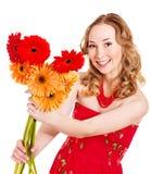 De gelukkige jonge bloemen van de vrouwenholding. Royalty-vrije Stock Fotografie