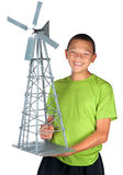 De gelukkige jongen houdt windmolenmodel Royalty-vrije Stock Foto's