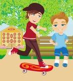 De gelukkige jongen op een skateboard Stock Foto
