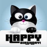 De gelukkige kaart van de verjaardagsgroet die door een leuke zwart-witte kat wordt gehouden Stock Foto's