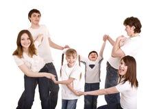 De gelukkige kinderen van de familgreep op handen. Kinderverzorging. stock afbeeldingen