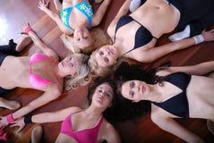 De gelukkige meisjes groeperen zich Stock Fotografie