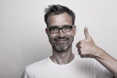 De gelukkige mens houdt één duim tegen Royalty-vrije Stock Afbeeldingen