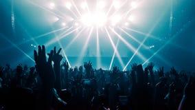 De gelukkige Mensen dansen in het Overleg van de Nachtclubpartij Royalty-vrije Stock Foto's