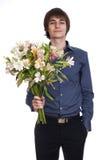 De gelukkige mensen houden boeket van bloemen stock fotografie