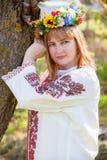 De Gelukkige Oekraïense vrouw van het portret Stock Fotografie