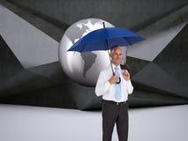 De gelukkige paraplu van de zakenmanholding Royalty-vrije Stock Foto