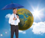De gelukkige paraplu van de zakenmanholding Stock Foto