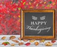 De gelukkige prentbriefkaar van het Thanksgiving dayontwerp met gekleurde de herfstbladeren Stock Foto's