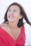 De gelukkige rijpe vrouw van het portret die op wit wordt geïsoleerds Royalty-vrije Stock Afbeelding