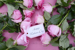 De gelukkige Roze Rozen en de Thee van de Moedersdag Royalty-vrije Stock Afbeelding