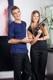 De gelukkige Schaar en Hairdryer van de Kappersholding Stock Afbeeldingen