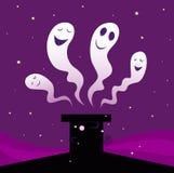 De gelukkige spoken die van Halloween rond zwarte schoorsteen vliegen Royalty-vrije Stock Foto's