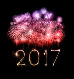 2017 de gelukkige sterretjes van het Nieuwjaarvuurwerk Stock Fotografie