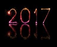 2017 de gelukkige sterretjes van het Nieuwjaarvuurwerk Stock Foto