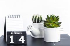 De gelukkige uitstekende houten kalender van Valentine Day Royalty-vrije Stock Foto's