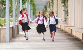 De gelukkige van de het schoolmeisjestudent van het kinderenmeisje basisschool Royalty-vrije Stock Fotografie