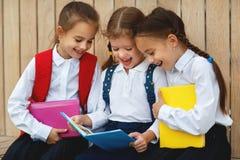 De gelukkige van de het schoolmeisjestudent van het kinderenmeisje basisschool Royalty-vrije Stock Afbeelding