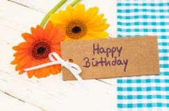 De Gelukkige Verjaardag van de groetkaart met mooie bloemen stock fotografie