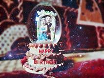 De gelukkige verjaardagsviering geniet van het nieuwe leven Royalty-vrije Stock Foto's
