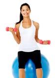 De gelukkige vrouw van de gymnastiekgeschiktheid Stock Foto