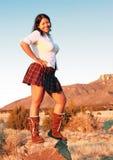 De gelukkige Vrouw van het Zuidwesten op Rots stock fotografie