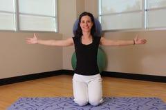De gelukkige yoga stelt royalty-vrije stock foto