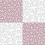De gemberkoekjes die van de hartvorm met roze en wit voor St Valentine ` s dag naadloos patroon in zwart-wit op roze backgr berij stock illustratie