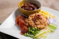 De gemengde Gekookte Rijst met Garnalen kleeft (Ka Pi van Khao Clook), pop Thai Royalty-vrije Stock Foto's