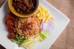 De gemengde Gekookte Rijst met Garnalen kleeft (Ka Pi van Khao Clook), pop Thai Royalty-vrije Stock Afbeeldingen