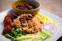 De gemengde Gekookte Rijst met Garnalen kleeft (Ka Pi van Khao Clook), pop Thai Royalty-vrije Stock Foto