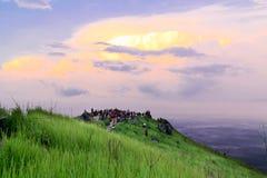 De gemotiveerde zonsopgang van de menigtemening op de Piek van Bukit Broga Stock Foto