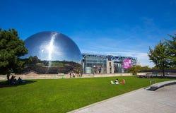 De Geode bij Stad van Wetenschap en Industrie in het Villette-Park, Parijs, Frankrijk stock afbeeldingen