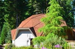 De geodetische Garage van de Koepel Stock Afbeeldingen
